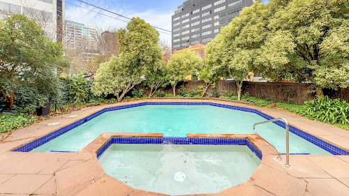 Photo of property at 7/32 Queens Road, Melbourne 3004