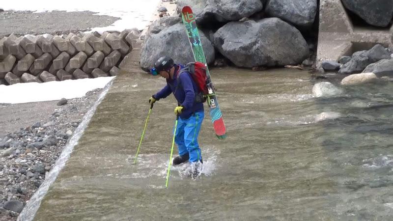 【八方尾根スキー場】バックカントリーコース川を渡る③