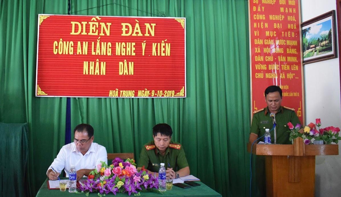 Lãnh đạo Công an huyện Tương Dương báo cáo kết quả công tác đảm bảo ANTT trên địa bàn