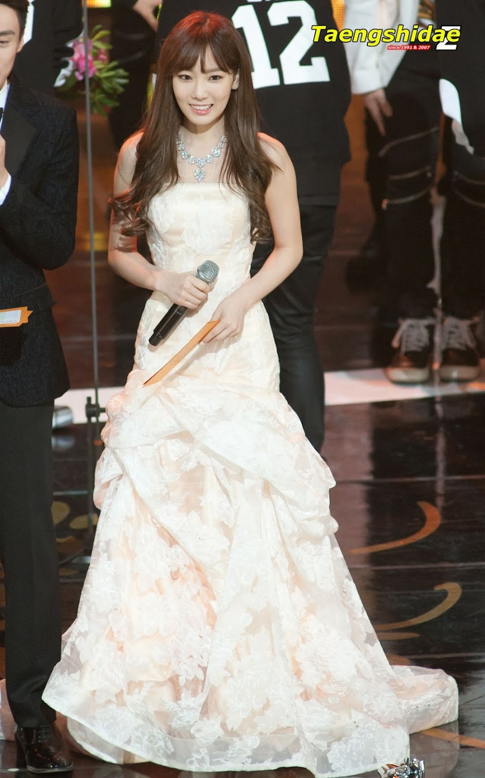 taeyeon gown