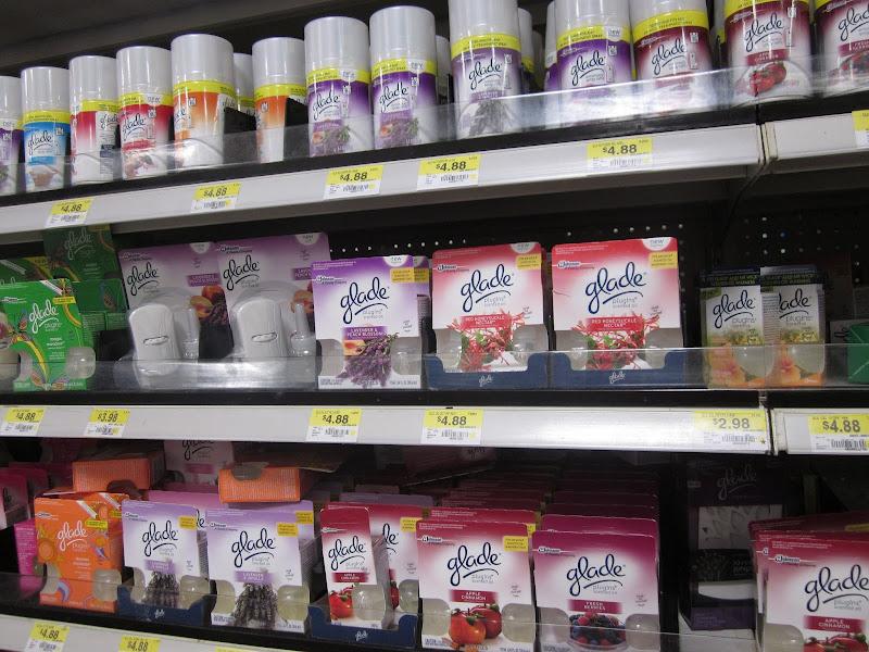Photo: Llegué a la sección de productos Glade. Creo que mi amiga va a disfrutar mucho los aromas de Lavanda y Flor de Durazno.