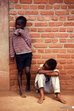 Photo: Bambini che aspettano / Children waiting