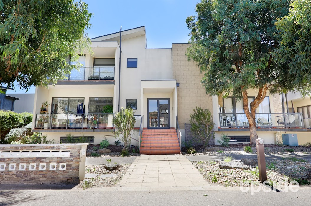 Main photo of property at 7/29 Diamond Boulevard, Greensborough 3088