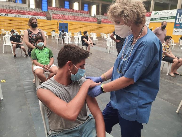 Vacunación en Poniente.