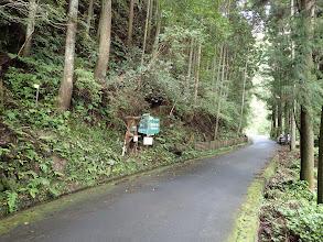 登山道の様子(路肩に駐車)