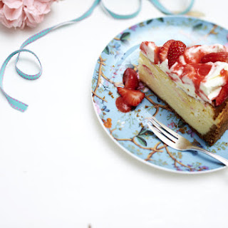Cheesecake with Strawberry and Mascarpone Topping