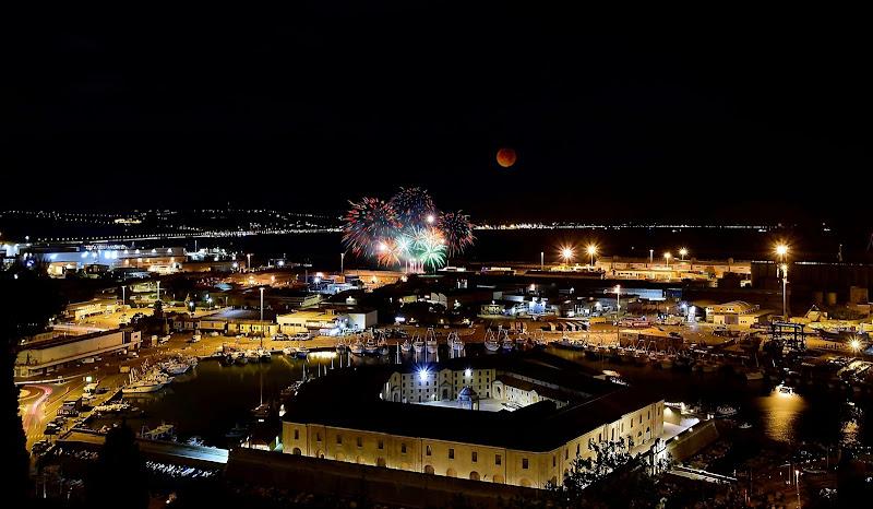 fuochi d'artificio per festeggiare la luna rossa. di Marygio16