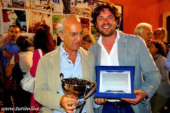 Photo: il Sindaco di Turi dott. Resta Onofrio con il vincitore premio.