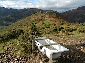 Photo: Après cet objet de collection, les guides décident de revenir par la route des palombières