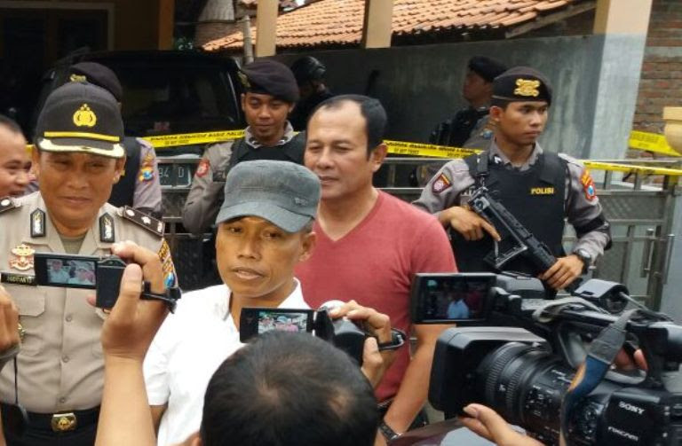 Garis Polisi di rumah orangtua terduga teroris asal Ngawi telah dilepas