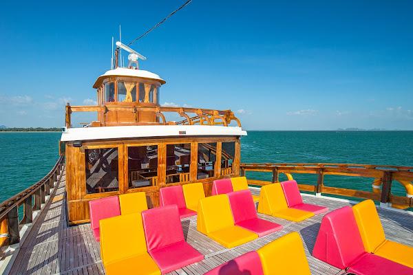 Convenient upper deck with sun lounger