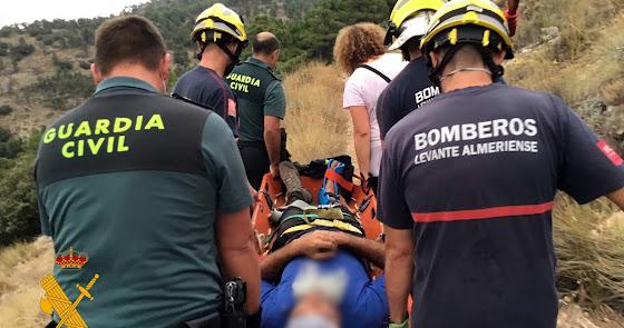 Rescatado un senderista tras romperse el tobillo en Bayarque