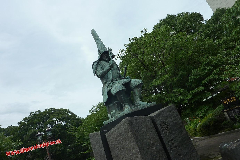P1060949 Estatua de Kato Kiyomasa junto al castillo  (Kumamoto) 15-07-2010