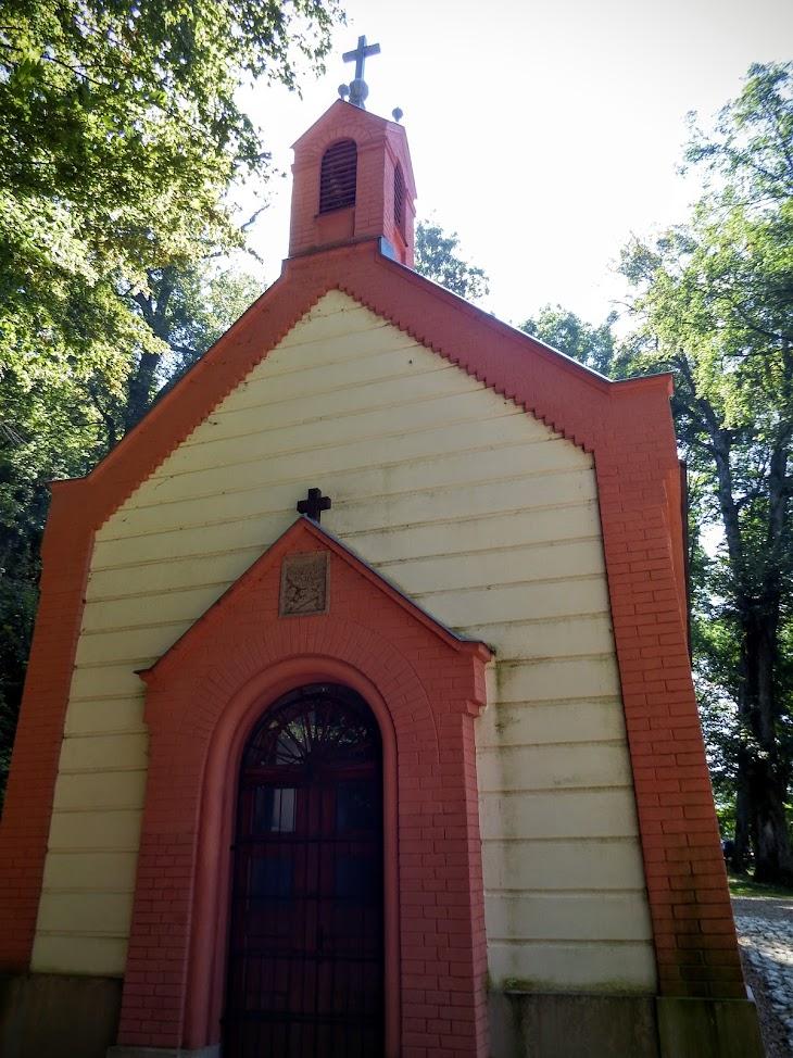 Bakonybél - Szent Gellért kápolna a keresztúttal