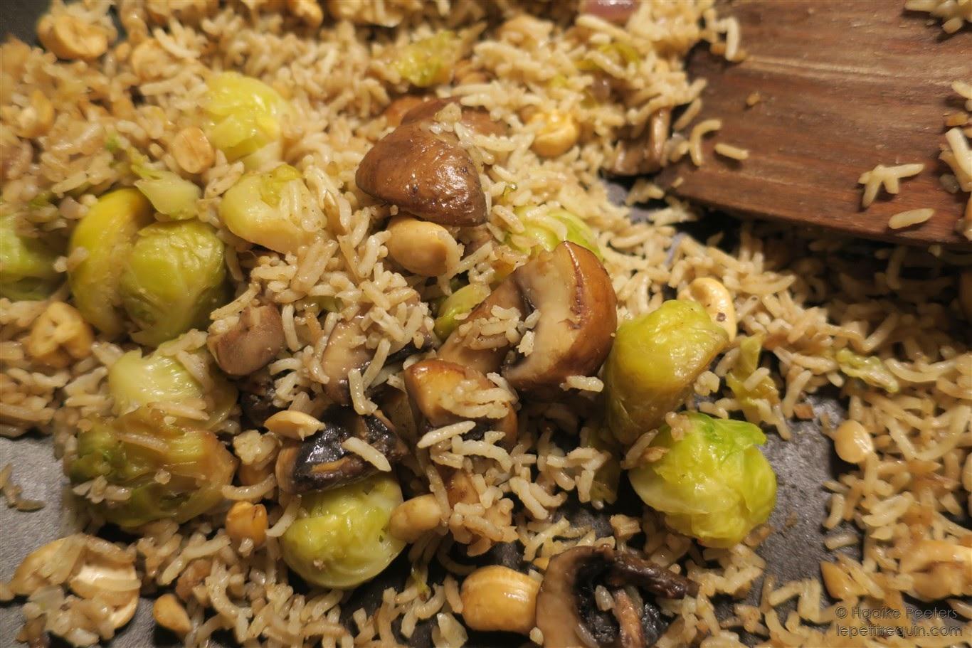 Rijstschotel met spruitjes, champignons en cashewnoten (Le petit requin)