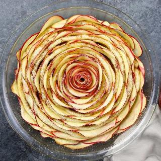 Easy Cinnamon Roll Apple Rose Tart (With Video).
