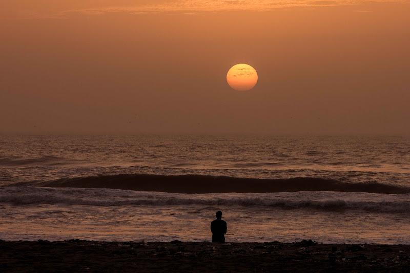 oceano al tramonto a saint louis, senegal di antonioromei