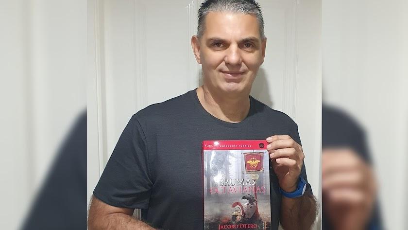 Jacobo Otero, con su novela 'Brumas Octavianas'.