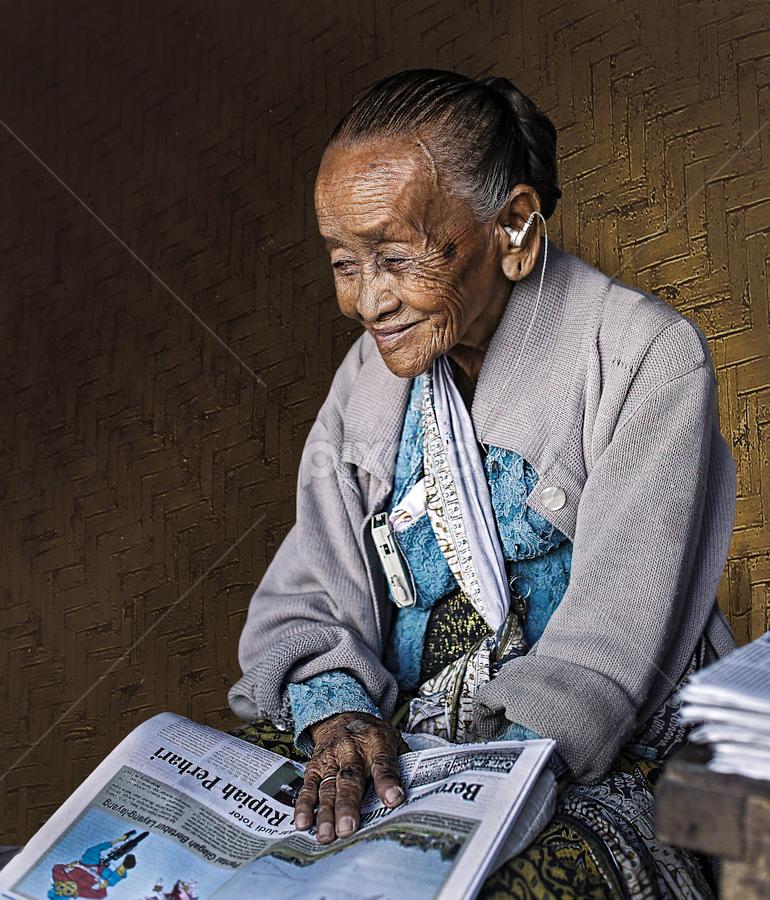 Traders Newspaper by Tedjo Harjanto - Professional People Business People