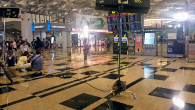 Photo: Movie shooting was going on at Changi International Airport, Singapore. Unfortunately, it seemed not to be for a Bollywood movie. Shared by my husband on the 11th June. 13th June updated (日本語はこちら) -http://jp.asksiddhi.in/daily_detail.php?id=572