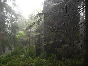 Photo: Docieramy do skał przy granicznym szczycie zwanym Krowią Górą.