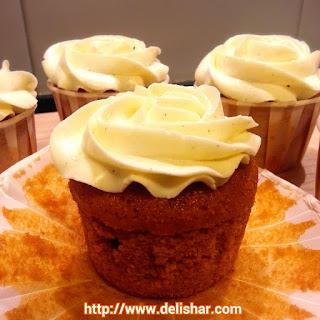 Thai Iced Tea Cupcakes with Condensed Milk Vanilla Bean SMBC Recipe