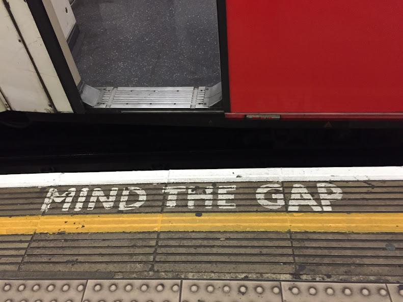 ロンドン地下鉄 Mind The Gap