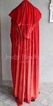 Photo: Capa estilo medieval com capuz longo, largura dupla ( 3 metros de largura) em veludo cristal vermelho vivo.    Site: http://www.josetteblanchard.com/  Facebook: https://www.facebook.com/JosetteBlanchardCorsets/  Email: josetteblanchardcorsets@gmail.com josetteblanchardcorsets@hotmail.com