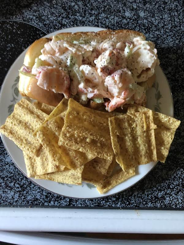 Fresh Maine Lobster Roll With Sun Chips
