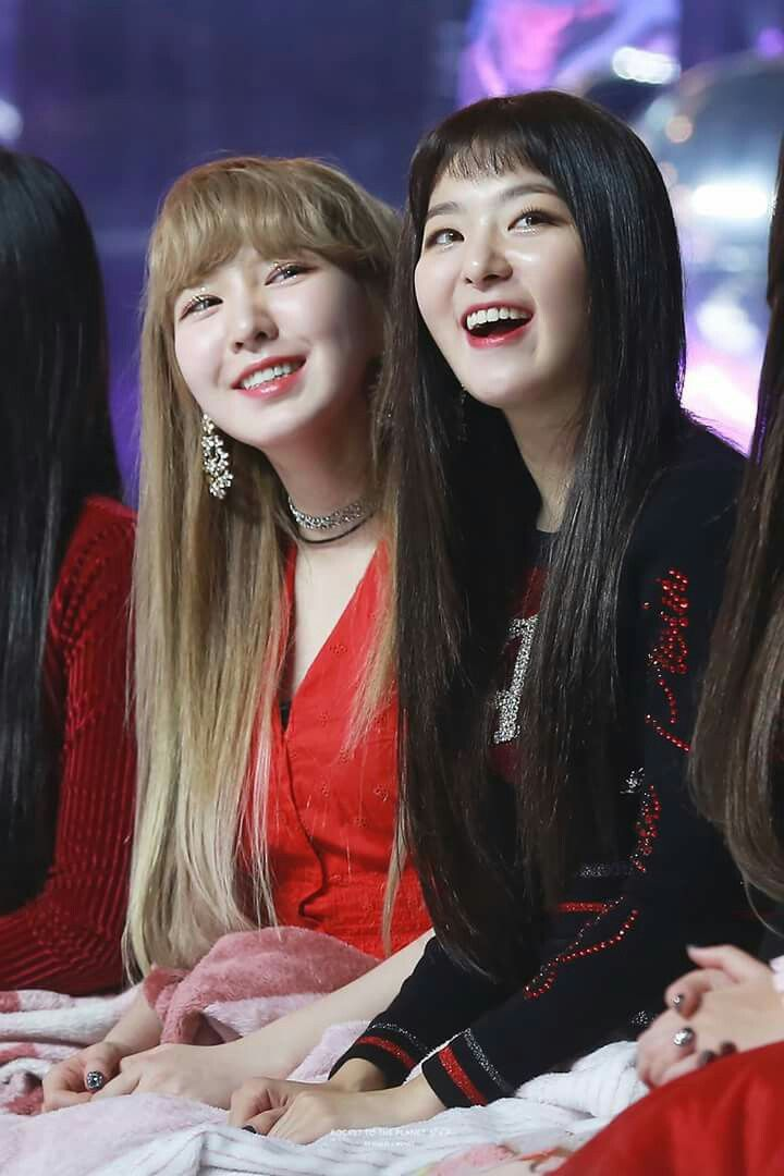 Red Velvet Seulgi and Wendy friends