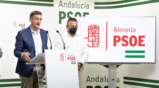 José Luis Sánchez Teruel e Indalecio Gutiérrez (derecha), en la sede del PSOE.
