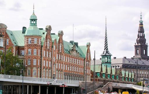 copenhagen-borsen.jpg -   Børsen, also known as Børsbygningen, is a historic building dating to the 1600s that served as a major stock exchange in central Copenhagen.