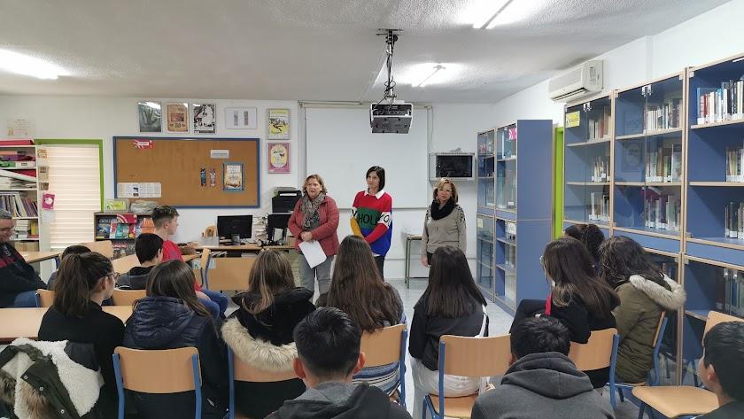 Realización de una de las charlas en el centro educativo.