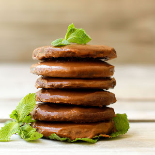 Healthy Vegan Thin Mints (gluten-free + oil-free).