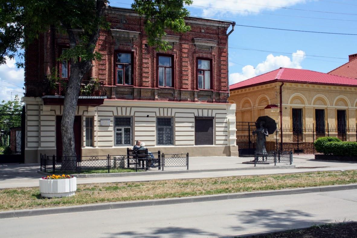 https://sites.google.com/site/istoriceskijtaganrog/frunze-ulica/dom-10