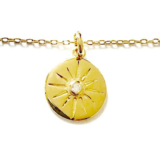 collier médaille soleil en plaqué or