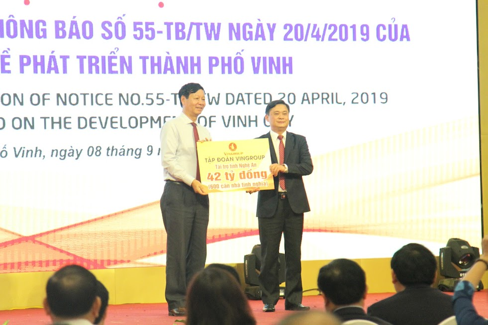 Tập đoàn Vingroup đã tài trợ cho tỉnh Nghệ An số tiền 42 tỷ đồng để triển khai xây dựng 600 căn nhà tình nghĩa cho người dân gặp nhiều khó khăn