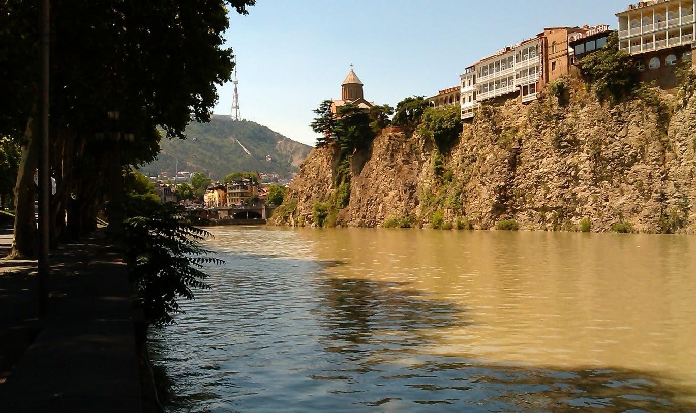 Река Кура. Центр Тбилиси