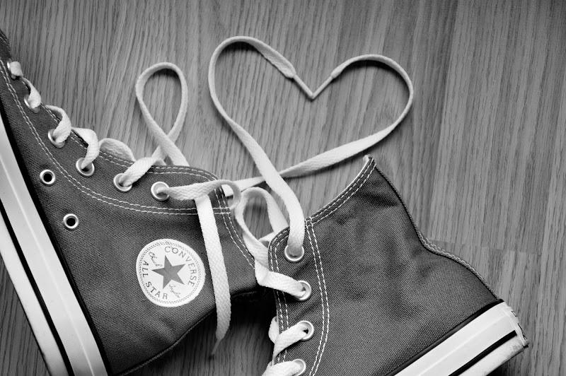 L'amore è come un paio di scarpe: ne occorrono due e devono combaciare. di gargiugram