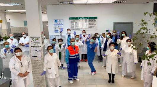 El emotivo aplauso a las limpiadoras del centro de salud de Oliveros