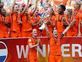 """🎥 Throwback: het feestje van de Oranje Leeuwinnen na de Europese titel: """"Jij krijgt die lach ..."""" en """"Van Links naar rechts ..."""""""