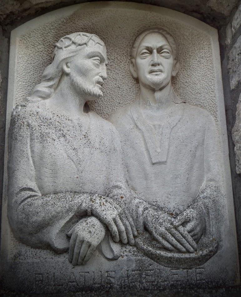 Sümeg - Szent Kereszt temetőkápolna a keresztúttal a temetőben