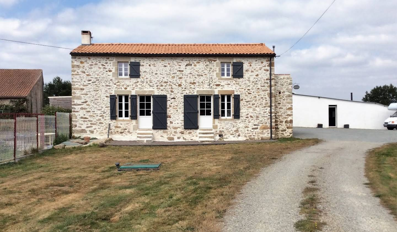 Maison avec terrasse Saint-Etienne-du-Bois