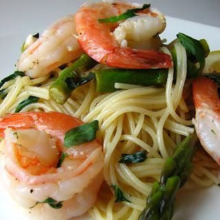 Shrimp & Asparagus in Wine Basil Sauce