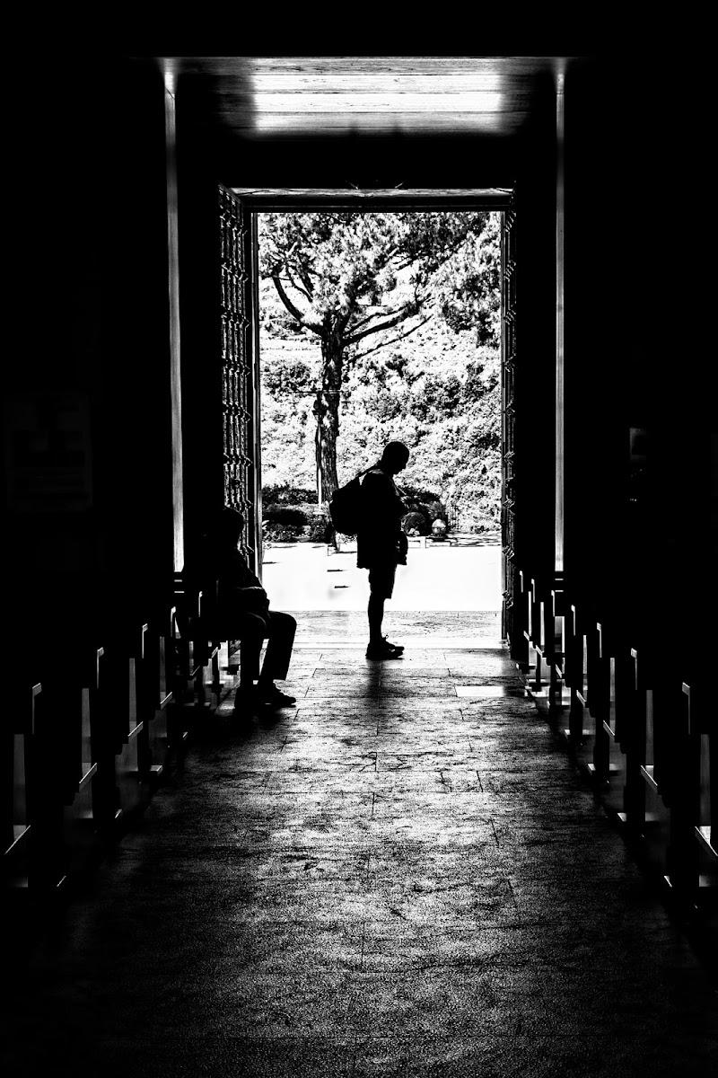 Piedicroce in chiaro scuro di Miki Sarace