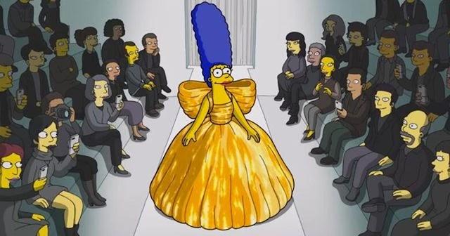 Marge, con un vestido de la firma.