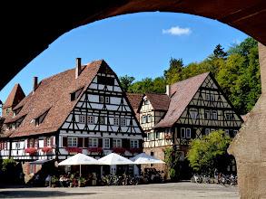 Photo: Weltkulturerbe Kloster Maulbronn (ab 1138): Ehemalige Wirtschaftsgebäude im Klosterhof.