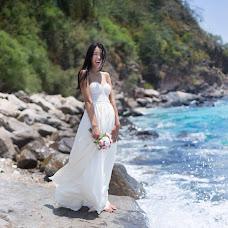 Wedding photographer Vika Tolmacheva (Viko). Photo of 22.04.2014