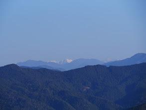 奥に右から光岳と白い聖岳・赤石岳など