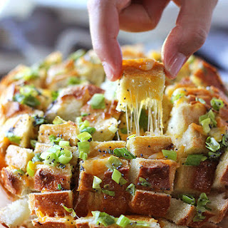 Bloomin Onion Bread (Pull Apart Bread)